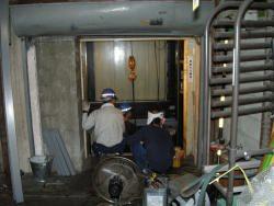 エレベーター撤去作業1