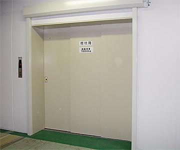 荷物用エレベーター